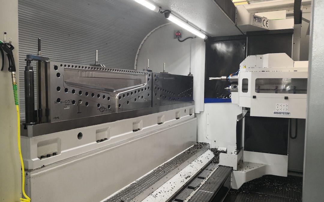 taladrado de moldes para paneles de policarbonato